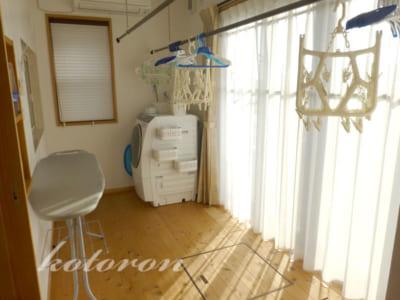 [Web内覧会10][家事室1]約4畳のランドリールーム&檀の木
